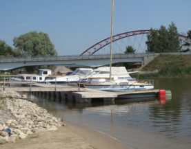 Boat pontoon with boat booms Joesuu Andry Prodel +372 5304 4000 andry@topmarine.ee