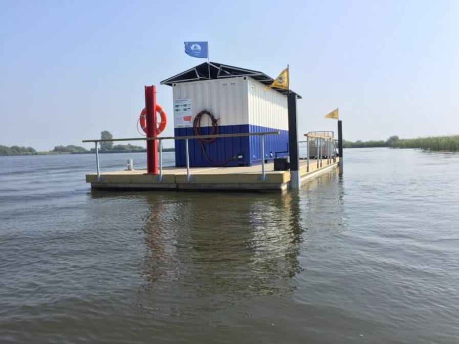Waste treatment plant on heavy duty pontoons Andry Prodel +372 5304 4000 andry@topmarine.ee