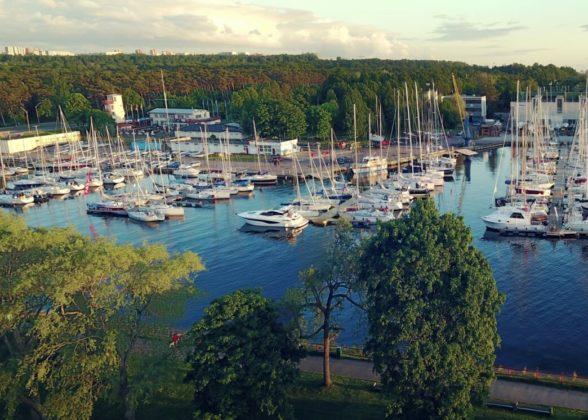 Heavy duty pontoons in Kalevi Yacht club Andry Prodel +372 5304 4000 andry@topmarine.ee