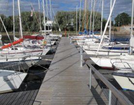 Heavy duty pontoons Kalevi Yacht club Andry Prodel +372 5304 4000 andry@topmarine.ee