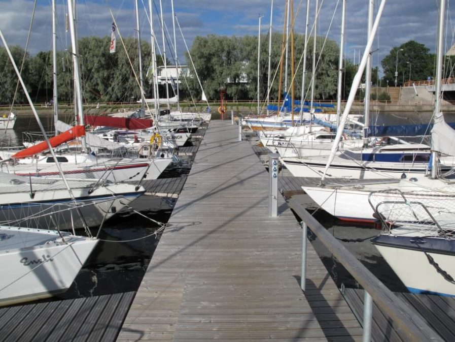 Heavy duty pontoons in Kalevi Yacht club Andry Prodel +372 5304 4000 andry@topmarine.ee